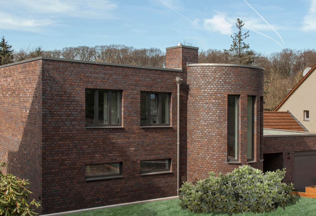 Modern detached house made with 1635ek bricks